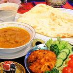 タージ ベンガル - Bセット チキンティッカ、サラダ、カレー(チキン、マトン、豆より選択)ナンorライス、ドリンク(メニュー内より選択)