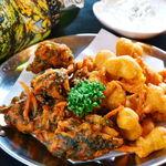タージ ベンガル - チャナ&べジパコラ    ヒヨコマメと野菜のインド天ぷら