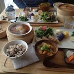 オーガニックカフェ エムニ -