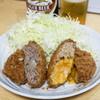 亀有メンチ - 料理写真:亀有牛メンチ(170円)、チーズメンチ(200円)