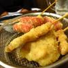 焼き物コロシアム煙神 - 料理写真:串揚げの豚(2本260円)とウインナー(2本260円)
