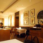 ワインバー&レストラン ブルディガラ - 店内(暗いけど昼です)