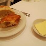 ワインバー&レストラン ブルディガラ - パン