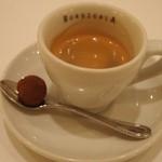 ワインバー&レストラン ブルディガラ - 食後のエスプレッソには生チョコトリュフが付いている