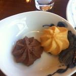 アデリータ - コーヒーに付くクッキーアップ