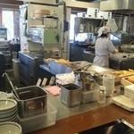 丸亀製麺 - ここで、うどんを貰います、