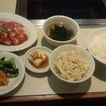 焼肉 寿亭 - 日替わり定食(和牛カルビと豚バラ)