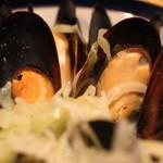 ケイブ バー - ムール貝のワイン蒸し のアップ (2013/05)
