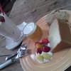碧い月 - 料理写真:おまかせケーキプレート , フレッシュいちごジュース2013 05