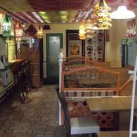 パンジャビ - 店内は30席。ソファー席、カウンター席もございます。