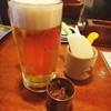 まんまる商店 - 料理写真:生ビールとお通しの野菜スティック