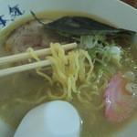 本気 - しおラーメン 麺