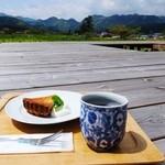里山カフェ - 春にんじんとあずきのタルト、おばあちゃんの美味しい手摘み薬草茶