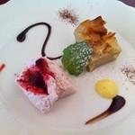 19194838 - デザートは「タルトと苺のムース」です。