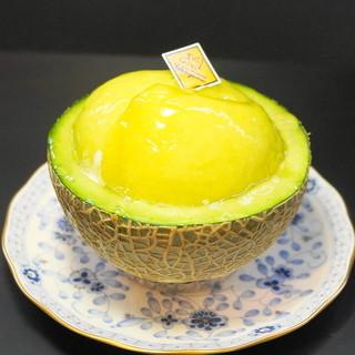 ル・パティシェ ヨコヤマ - 料理写真:メロンボード(650円)