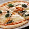ベレッツァ - 料理写真:自家栽培バジルのピッツァマルゲリータ