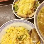 中華食堂 豊味園 - 鶏肉蒸生姜味ネギ〜。半炒飯ラーメン定食680円 安〜。ラーメンにはネギがたくさん