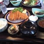 山水茶寮 - 豚カツ定食(1200円)