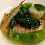 堤新亭 - 天然真鯛のポワレ。毎回食べるたびに思うのですが、こちらのお店のフュメ・ド・ポワゾン(魚介のスープ)はすごいです。