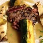 堤新亭 - メインは牛フィレのロースト。夏野菜のフリット添え。白ワインを煮詰めてエマルジョンしたソースが爽やか