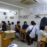 餃子どん - 場所柄、学生も多いですね。