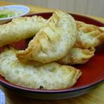 餃子どん - 揚げ餃子は思ったより軽くて、カリッ、ふんわり・・・・