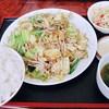 満亭 - 料理写真:野菜炒めセット 大 (^^@  にぎやか過ぎて、餃子が場外に(笑