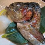 19317536 - 白河西郷産メイプルサーモンかぶと焼:500円