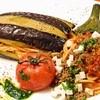 エントランス - 料理写真:当店一番人気!丸ごとジューシーな揚げ茄子でパスタと包みました!甘辛ひき肉と自家製トマトソースで♪