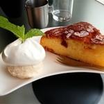 エフィッシュ - オレンジケーキ(アイス添え)