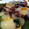 とまと座 - 料理写真:やわらかローストビーフと半熟卵とほうれん草の焦がし醤油がけパスタ  890円