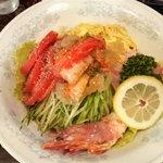 新華苑 - メニュー写真:冷やし中華はじめました。冷麺1050円です。