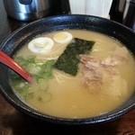 久留米ラーメンまんてん - スープは優しい感じで、飲み干せる塩加減。