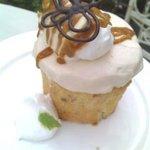 ブルー チューリップ - 塩キャラメルカップケーキ
