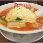 太陽のトマト麺 - チーズはこんな感じにこんもりと盛られてます。これがトローリと溶けて…