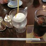 珈琲のシャポー - 普通のブレンドコーヒーが500円で、アイスコーヒーは540円です。