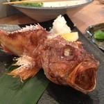 炉ばた 魚魚炭 - かさごの原始焼き