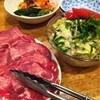 松中 - 料理写真:奥からキムチ盛合せ、野菜サラダ、上タン