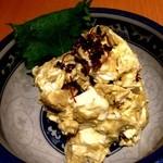 もつ千 - 2013年5月カニ味噌クリームチーズ。これがあれば日本酒いくらでもいけます。