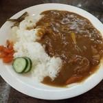 クルミ - カレー550円 家庭的な優しい味の牛筋カレー