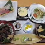 活魚料理一徳 - 牛ハラミ丼セット(798円) 刺身(+280円)