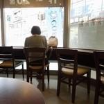 ドトールコーヒーショップ - 店内の雰囲気
