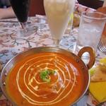 MINA - 野菜カレー&ラッシー☆