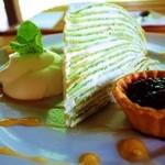 里山カフェ - 13年6月「ヨーグルトクリーム入り小松菜のミルクレープ」