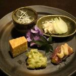 江戸肉割烹 ささや - 無花果と生ハム、ミノ湯引、玉蜀黍、砂肝、枝豆かき揚げ