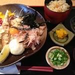 薩摩うどん - ぶっかけうどんのかやくご飯セット(かやくご飯+小鉢が付きます)