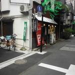 てっぱん大吉 - 雷門通りからすしや通りに入ってすぐ右、食通街にあります