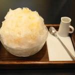 三日月氷菓店 - 生プラム(680円)