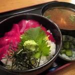活魚料理 魚榮 - 鉄火丼 1025円