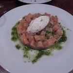 SOT L'Y LAISSE - 軽めのスモークサーモンと茄子、キャビアとバジルのソース